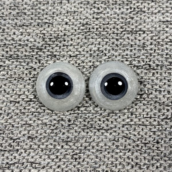 16mm White Shimmer Sclera and Grey Eyes